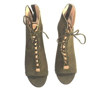 Super Cute Report Peep Toe Heels. Size 11.